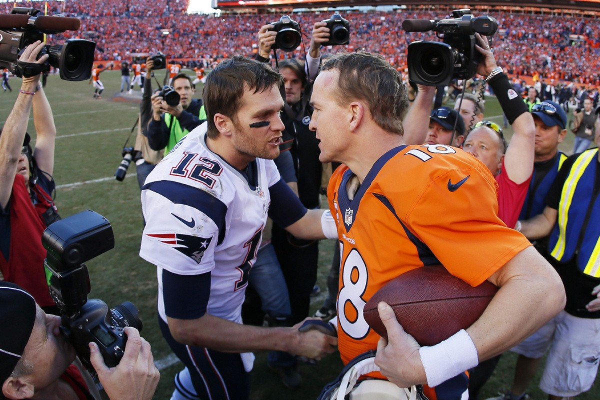 Subject: manning-brady On 2014-09-04, at 11:44 AM, Ho, Patrick wrote: DENVER, CO - JANUARY 19: Tom Brady #12 of the New England Patriots congratulates Peyton Manning #18 of the Denver Broncos after the Broncos defeated the Patriots 26 to 16 during the AFC Championship game at Sports Authority Field at Mile High on January 19, 2014 in Denver, Colorado. (Photo by Kevin C. Cox/Getty Images) Patrick Ho Deputy Sports Editor Toronto Star  manning-brady.JPG